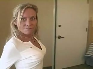Blonde milf squirting like crazy