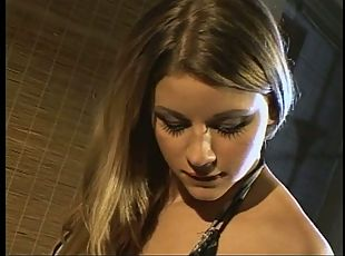 Ravishing brown-haired angel gets her brown eye stuffed on the couch